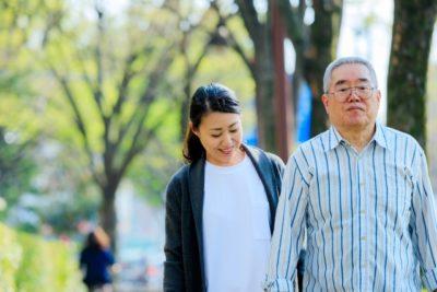 おじいちゃんが散歩